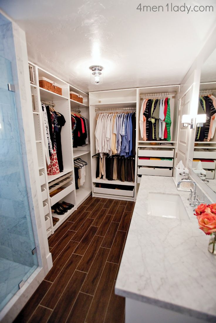 Other than not loving the closet being right in the bathroom, there is so much here that I'd like to do for our master bath/closet redo.  Eventually.