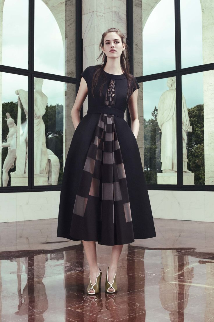 http://www.vogue.com/fashion-shows/resort-2017/fendi/slideshow/collection