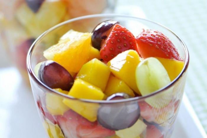 Een heerlijke fruitsalade is perfect voor een warme zomerdag. Voeg een bolletje ijs toe om af te koelen of wat cava als je een feestje geeft. Ga aan de slag met onze tips en recepten en geniet van een lekkere fruitsalade.