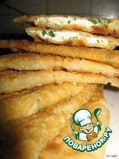 """Болгарские """"Ругувачки"""" ( + самое лучшее тесто для чебуреков) Это своего рода чебуреки из очень легкого тонкого пористого теста.... с начинкой из творога и зелени"""