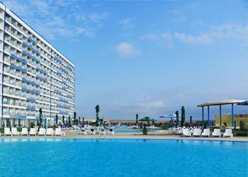 Distracție la piscinele Blaxy Premium Resort