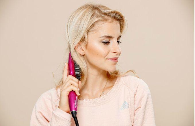 Zahoďte žehličku a zkroťte vlasy jinak!