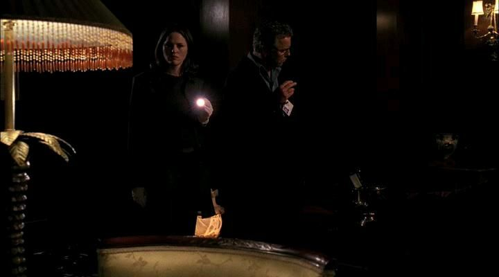 Jorja Fox and William Petersen in CSI: Crime Scene Investigation (2000)