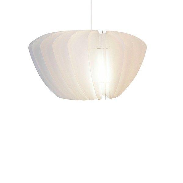Lámpara de suspensión compuesta de una estructura en policarbonato recubierto de pétalos en polipropileno blanco, un cubrecables blanco y un cable de suspensión blanco. Esta preciosa lámpara de techo difunde una luz delicada a través de los pétalos colocados en espiral. Gráfica y elegante, la lámpara Facetta aportará un toque contemporáneo a tu decoración. Se monta en unos minutos. Preparado para bombilla E27 de 40W.