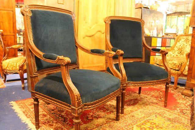 fauteuils à la reine http://www.brocante-antiquite.fr/toulouse/pucesdoc/non-classe/brocante-puces-doc