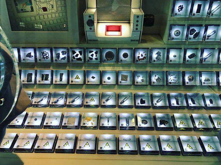 Продолжение экскурсии по немецкому  концерну BASF  периодическая таблица химических элементов с наглядными примерами   #этожизнь #осень #новаяжизнь #путешествие #октябрь #2016 #travel #october #traveling #reisen #followme #photoart #германия #ludwigshafen #germany #людвигсхафен #basf