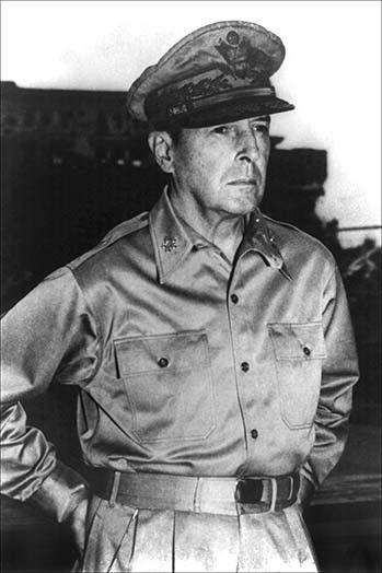 Douglas MacArthur, né le 26 janvier 1880 à Little Rock et mort le 5 avril 1964 à Washington, est un général américain