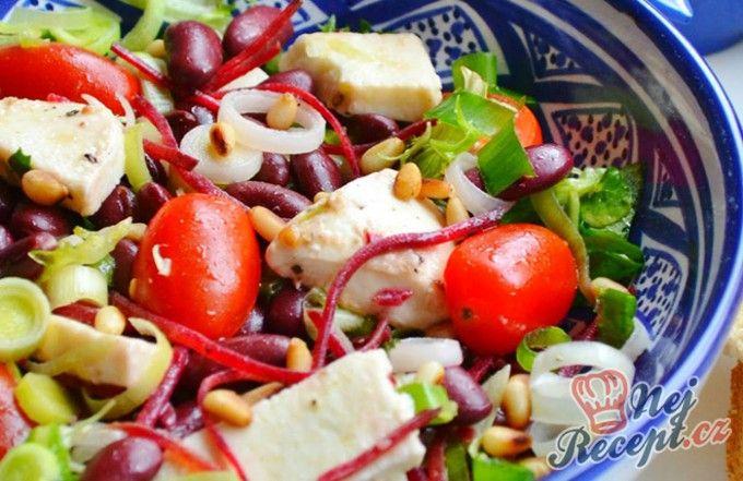 Výborný salát s fazolkami