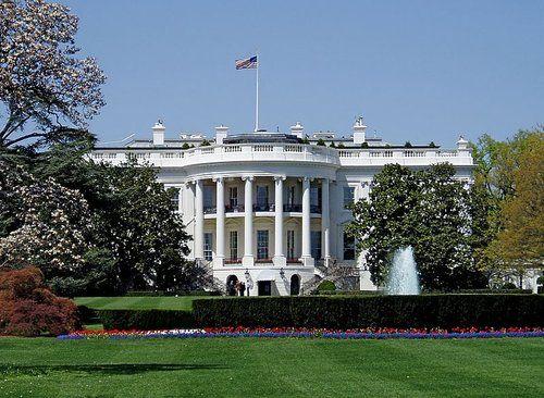 FORUM DE LA TAVERNE DE L'ETRANGE :: The TOP 10 des lieux hantées les plus célèbres du monde. Ici La Maison-Blanche, Washington (États-Unis) : la célèbre demeure des présidents américains serait le siège de véritables assemblées entre ses anciens habitants.