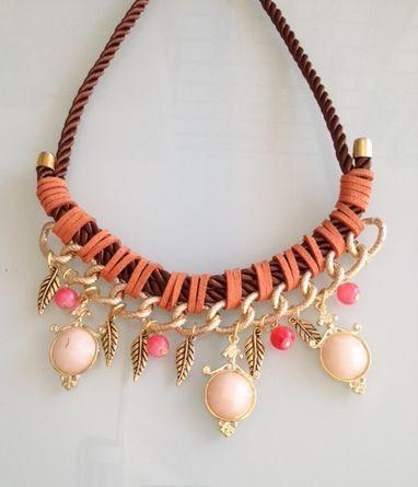 Hermoso Collar Cordon y Lunas , encuentralo en www.facebook.com/AyVmoda o en instagram como ayv_accesoriosyvestuarios