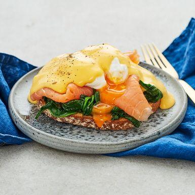 Ägg Florentine- pocherat ägg med kallrökt lax och spenat | Recept ICA.se
