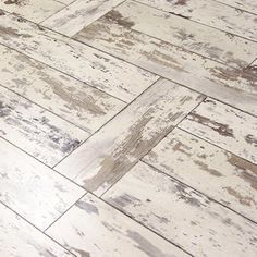 Hampton Bay Maui Whitewashed Oak 8 mm Thick x 11-1/2 in. Wide x 46-1/2in. Length Click Lock Laminate Flooring (22.28 sq. ft. / case), Light