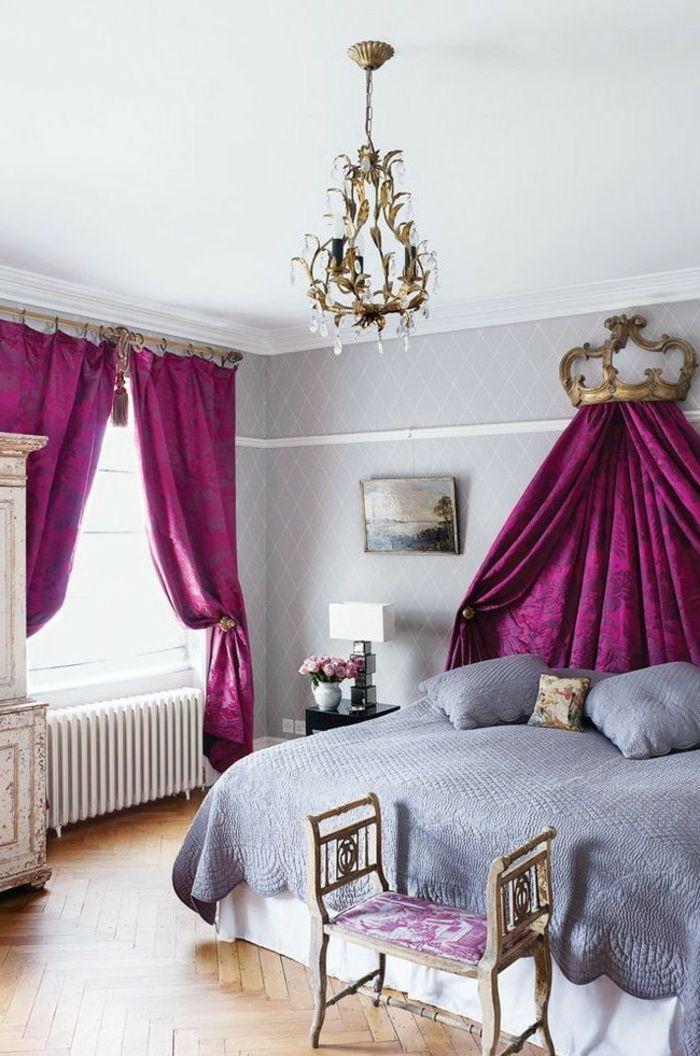 decoration-interieur-murs-taupe-plafond-blancs-parquet-en-bois-rideaux-rose-et-violet