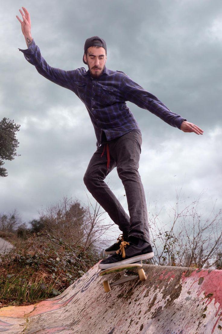 Para el que no esté al día del D.I.Y. (Do it yourself),se trata de construirte los módulos patinables tu mismo. Ya que en nuestra ciudad como en muchas otras, la construcción de los skateparks es una quimera
