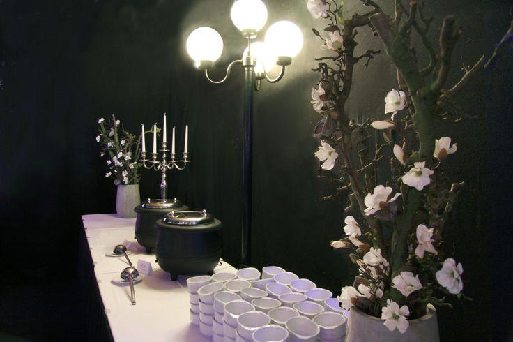 Aankleding feestzaal.  Soep bar. www.decoratiestyling.nl