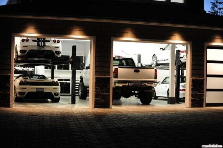 Garage....this is interesting....the gm between Ferrari and Porsche ...odd mix.