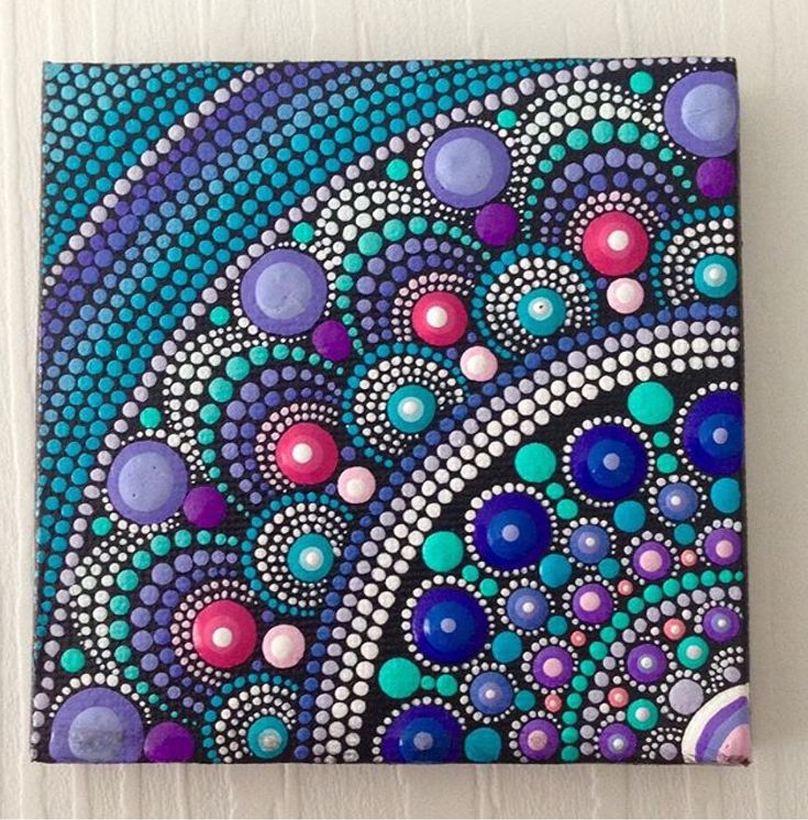 Puntillismo mandala violeta azul