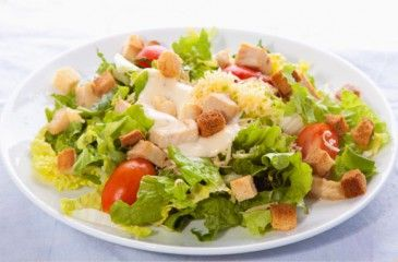 Классический простой рецепт салата Цезарь с курицей