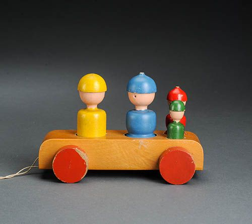 4-piece wooden Familie på tur (English: Family On Tour) with wooden car pull-toy, Denmark, 1950-58, by Kay Bojesen.