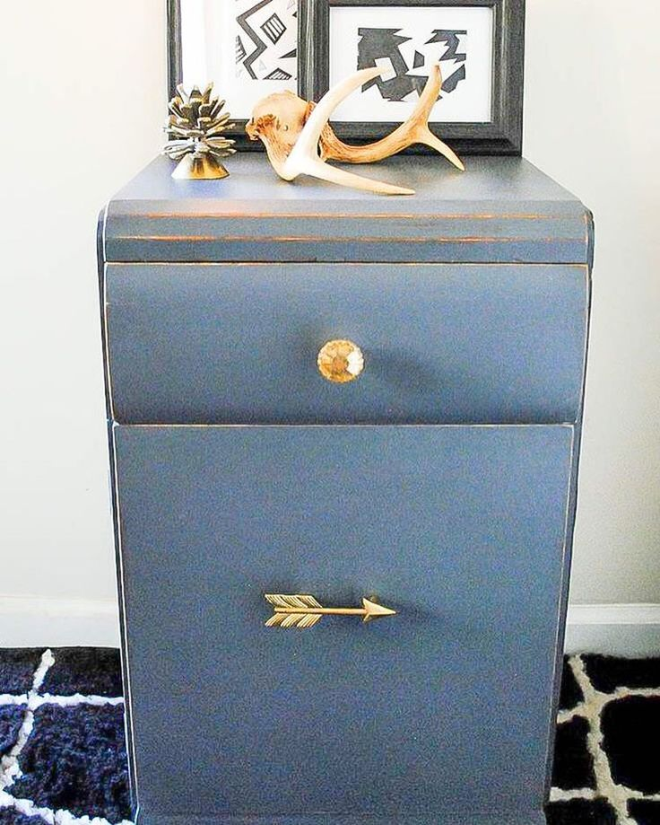 This Little Tableu0027s Gold Accents Look Perfect With Farmhouse Paint Indigo  And Gold Metallique Shimmer!