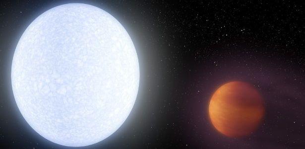 O exoplaneta KELT-9b (à direita) orbita na em torno da estrela KELT-9 (à esquerda)... - Veja mais em https://noticias.uol.com.br/ciencia/ultimas-noticias/redacao/2017/06/05/exoplaneta-gigante-mais-quente-ja-encontrado-e-descoberto-por-cientistas.htm?cmpid=copiaecola NASA/JPL-Caltech/R. Hurt (IPAC)