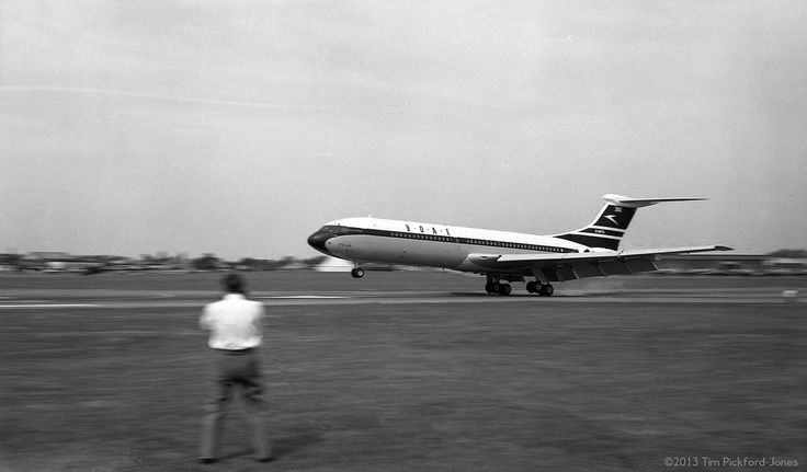 Farnborough Air Show 1962 - VC-10 Prototype Landing | Flickr - Photo Sharing!