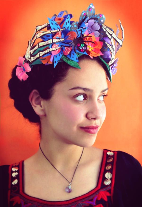 Paper flower crown for Day of the Dead or El Dia de los Muertos - https://happythought.co.uk/craft/day-dead-paper-flower-crown-headpiece