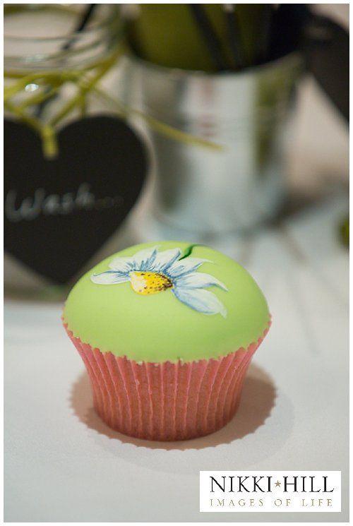 http://www.thechocolatestrawberry.co.uk/