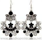 Oorbellen-zilverkleurige-hangers-met-oa-zwarte-steentjes-en-strass-steentjes