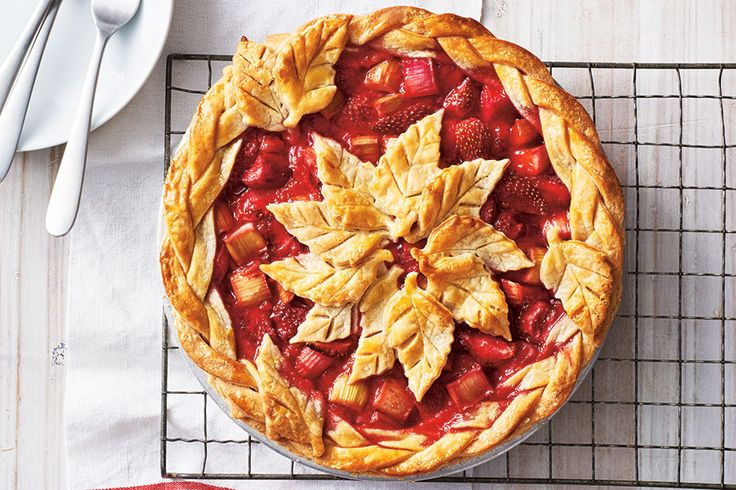 A braided crust and leaf-shaped cutouts give this seasonal favourite an extra-special presentation. And the flavour? Unparalleled. Our secret ingredient is tapioca starch, which thickens the strawberry juices for a glossy, clump-free filling.