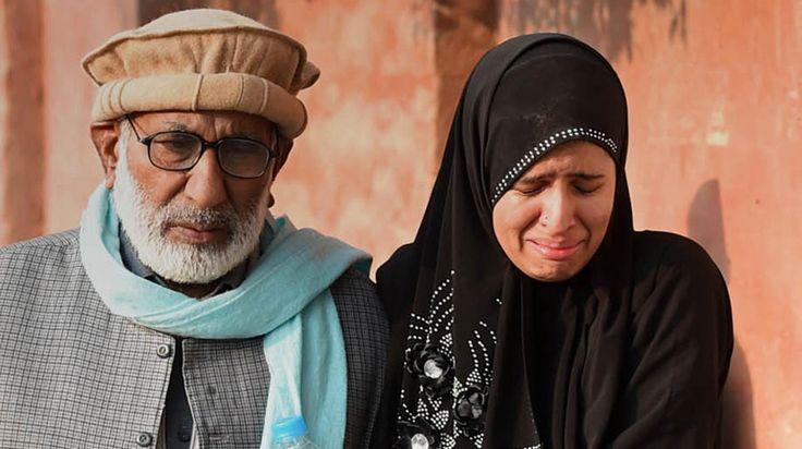 #Pakistan : les talibans attaquent une école et massacrent 141 personnes - C'est la pire attaque terroriste de l'histoire du pays. L'attaque par un commando taliban d'une école de Peshawar, au Pakistan, a fait 141 morts, annonce l'armée pakistanaise dans son bilan définitif, mardi 16 décembre. Parmi les victimes, on dénombre 132 enfants.