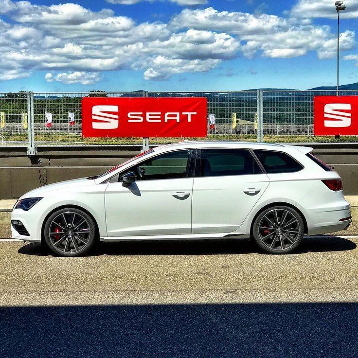 Seat Leon ST Cupra 300 4Drive at Wachauring Austria. #seat #seatbestmoments #seatleon #seatleoncupra #cupra #quickcarreview #cars #instacars #carsofinstagram #sportscar #wachau #austria #racetrack @seat_de @seat_official @seat_at