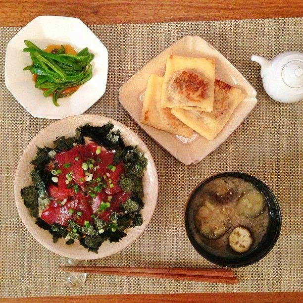 鮪の漬け丼、生ピーマンの中華風、納豆挟み油揚げ、茄子と茗荷の味噌汁 #dinner - @Noriko Miura Okamoto- #webstagram