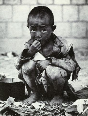 Photo by Yim, Eung-sik 1950, Seoul (War Orphan)