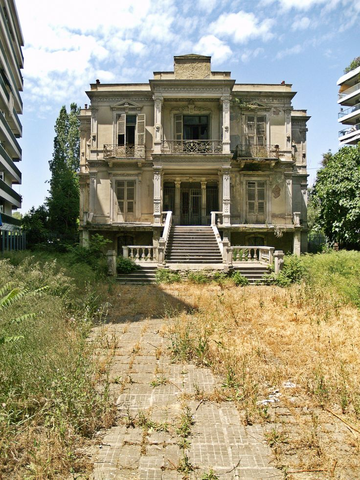 Abandoned but still impressive this is another building designed by Paionidis in 1878. It is mainly known as Salem residence from the Jewish family that lived here. (Walking Thessaloniki - Route 15, Faliro)