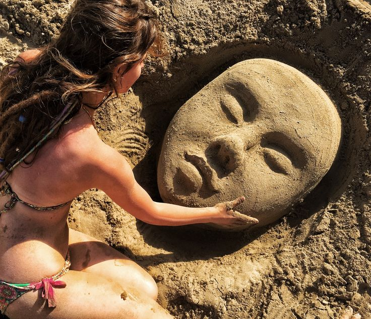 Скульптура на песке