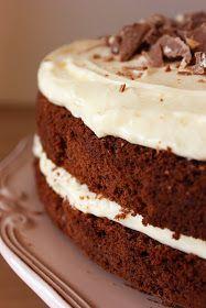Misafir ağırlayacağım zaman kendimi hep yeni bir pasta şekli çıkarmaya adarım.Kreması keki aynı olsa bile mutlaka bir şey katmalıyım,diğ...