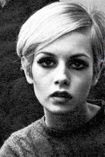 Twiggy - fashion history - bw portrait