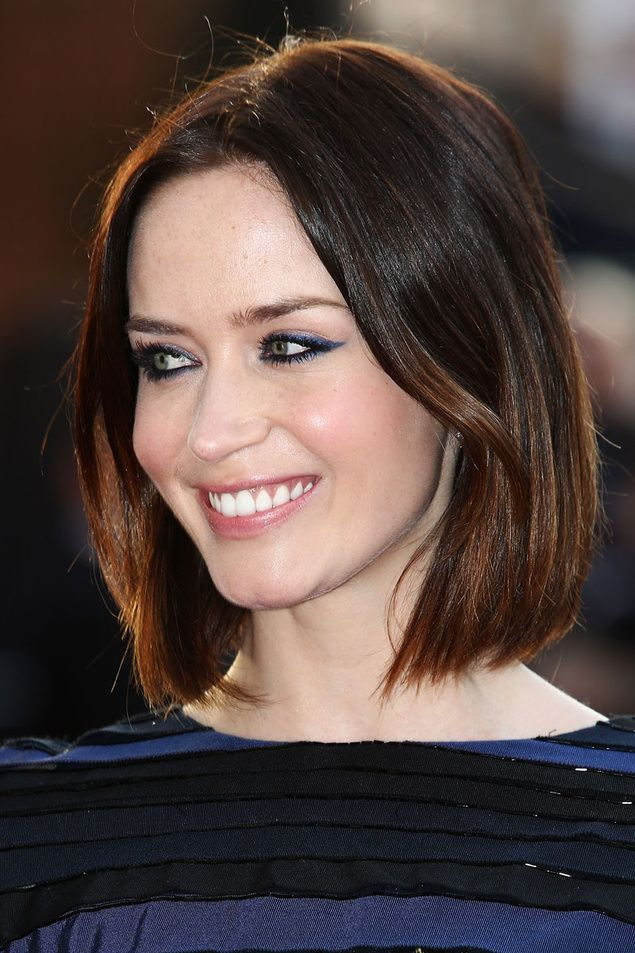 maquillaje azul y negro -- Emily Blunt