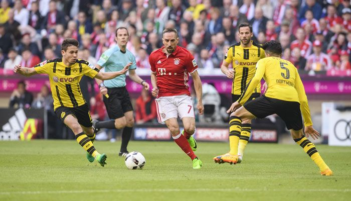 Der Klassiker: Bayern Munich thrash Borussia Dortmund 4-1; gear up for Real Madrid clash #FCBayern  Der Klassiker: Bayern Munich thrash Borussia Dortmund 4-1; gear up for Real Madrid clash  Robert Lewandowski overtook Pierre-Emerick Aubameyang in the race to be the Bundesligas top-scorer this season after netting twice in Bayern Munichs 4-1 thrashing of Borussia Dortmund on Saturday.  Runaway league leaders Bayern dominated the clash of Germanys giants and the win leaves them 10 points clear…