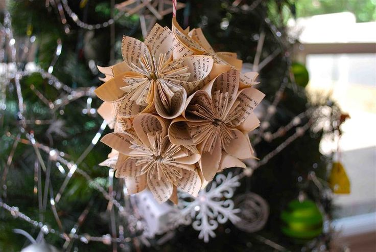 *_*: Christmas Origami, Paper Ornaments, Paper Flowers, Origami Tutorial, Christmas Decor, Christmas Ornaments, Origami Flowers, Old Books, Paper Decorations