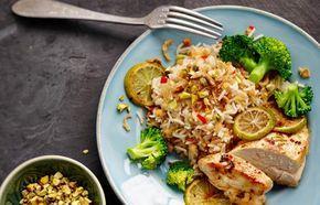 recept beeld: Kruidige rijst met rode linzen en gebakken kipfilet