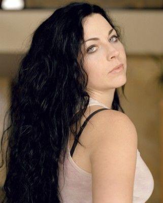 Without make up, hair undone... Still amazingly beautiful, Amy Lee.