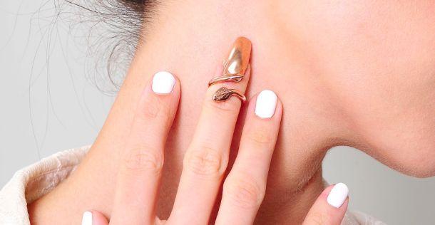 Женское кольцо на ноготь