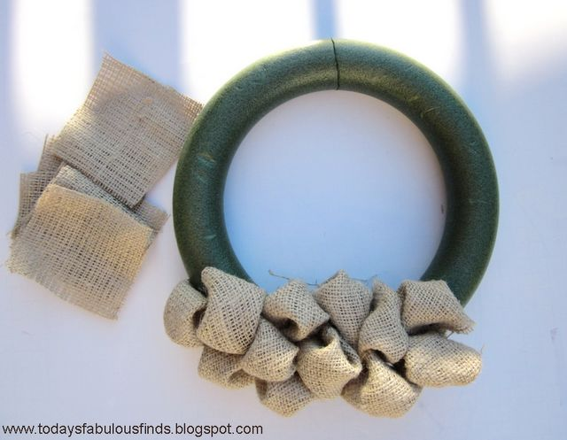 Burlap bubble wreath tutorial. So THAT'S how you do it.