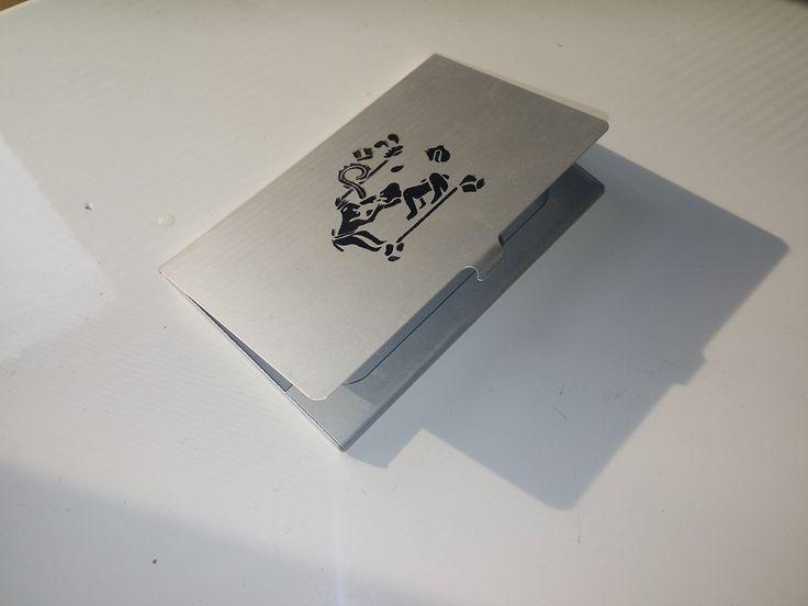 De la facultad de Odontología de la UNAM nos pidieron estos tarjeteros de aluminio con la impresión de su logo.