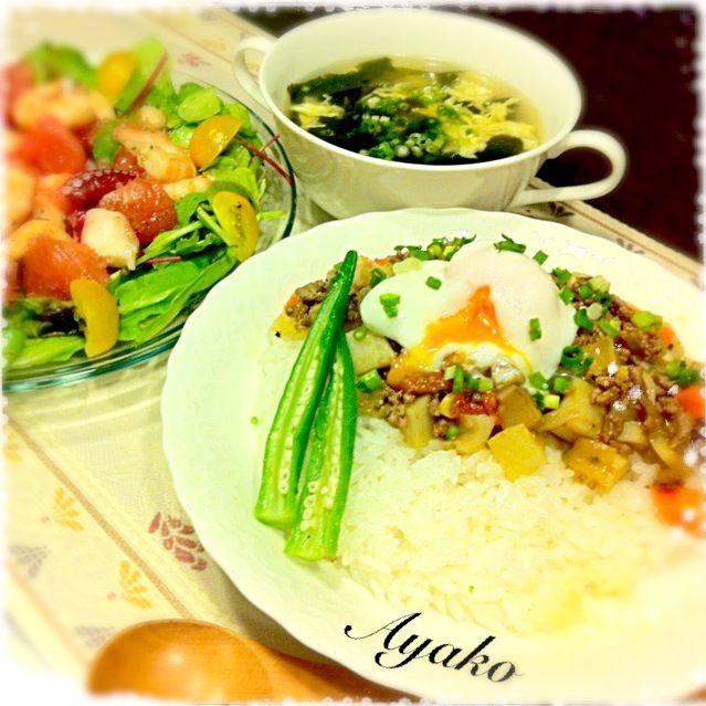 コロコロ野菜に、卵がトロ〜リからまって、美味しい - 194件のもぐもぐ - 根菜のトマト煮丼 温玉のっけ、卵スープ、ピンクグレープフルーツとシーフードのサラダ by ayako1015