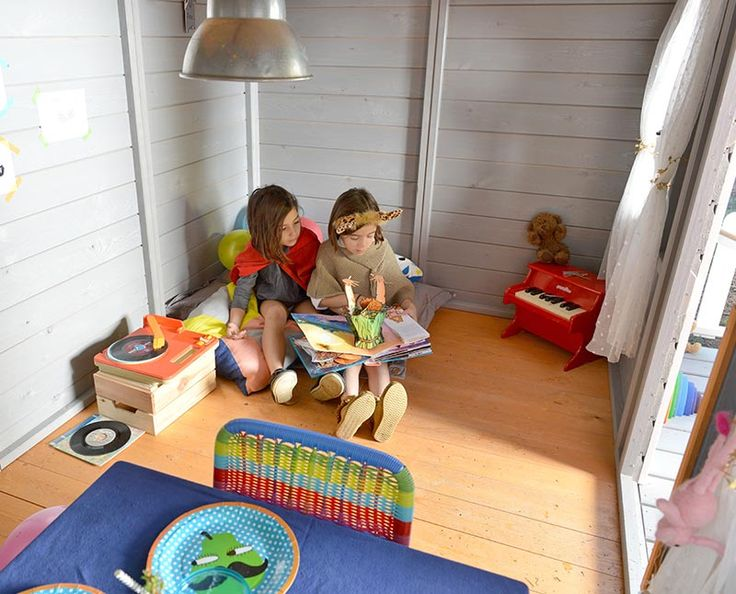 Interior casita de madera para niños con terrazaAVA.