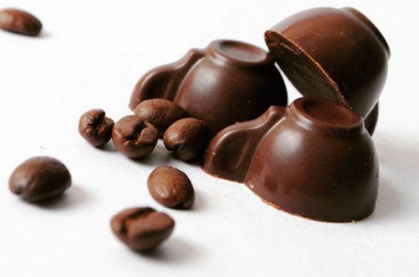 Il weekend più dolce dell'anno al gusto di cioccolato artigianale!! L'1 e il 2 ottobre a Sarnico in Piazza Umberto si terrà la grande feste del cioccolato artigianale organizzata da Chocomometns in collaborazione con il Comune di Sarnico.  scopri di più: http://ift.tt/2dx4N8j - http://ift.tt/1HQJd81