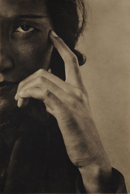 Chikako Hosokawa, 1932. Photo by Yasuzo Nojima.